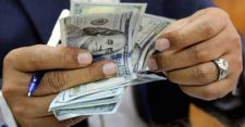 Cash makes a good home for disease-causing bacteria, says study